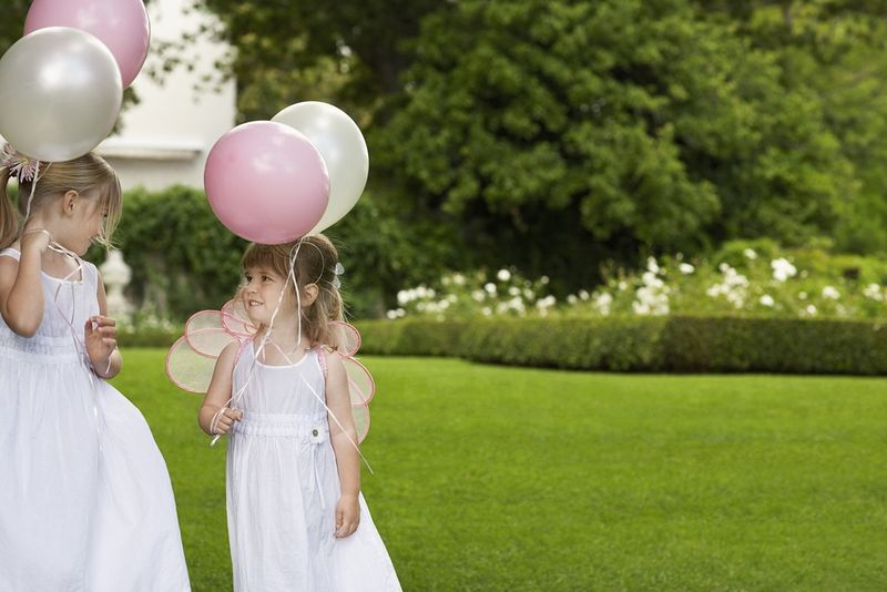 Flowergirls with balloons